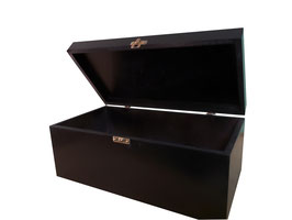 Caja de madera en color negro 28.00 x 20.00 x 11.00 con grabado