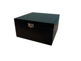 Caja de madera en color negro 20.00 x 20.00 x 10.00 con grabado