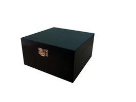 Caja de madera en color negro 15.00 x 15.00 x 7.00 con grabado