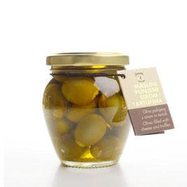 Mit Käse und Trüffeln gefüllte Oliven