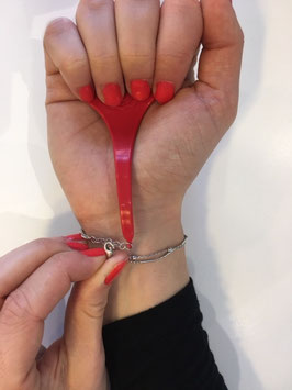 accroche bracelet rouge