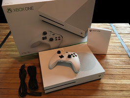 Xbox one S 1TB + 1 Controller