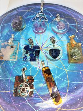 création pendentif orgonite minéraux