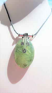 collier pendentif prehnite ovale