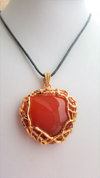 collier pendentif coeur agate orange support doree metal epais