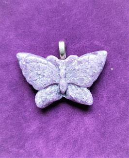 pendentif papillon lépidolite