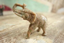 Kleiner Stein-Elefant 04