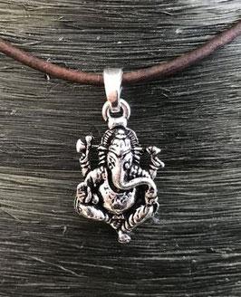 Amulett `sitzender Ganesha`, silberner Kettenanhänger aus Messing GU-42601