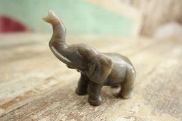 Kleiner Stein-Elefant 03