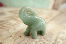 Kleiner Stein-Elefant 01