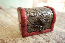kleine Holzschatulle Mad-03 c