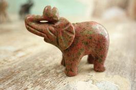Kleiner Stein-Elefant 06