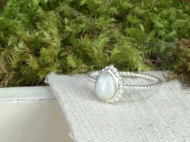 Fingerring kleine Träne Perle