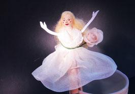 Figur Braut Hochzeit Rose Weiss Holz Wäscheklammer – Einzelstück