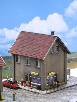 Mietshaus mit Laden Spur 0 1:45 koloriert bemalt gealtert