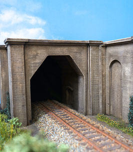 1 - gleisige Betonunterführung mit Tunnelröhre  Spur 1  1:32 koloriert , gealtert