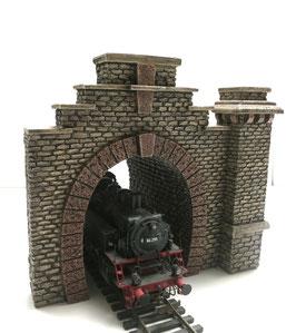 Tunnelportal Rotstein mit  Pfeiler und Röhre  Spur 0  1:45 koloriert bemalt gealtert