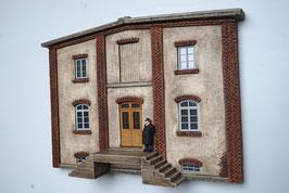 Relief  Genossenschafts Gebäude Seitenfront mit Aufgang Spur 0  1:45 koloriert bemalt gealtert