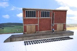 Zucker Fabrik  Relief  mit  Rampe ohne Tür   Spur 1  1:32 koloriert, bemalt , gealtert