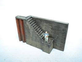 Betonaufgang für Spundwand 2-teilig  Spur 0  1:45 koloriert bemalt gealtert