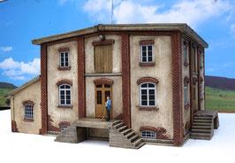 Genossenschafts Gebäude 4 Seiten mit Schuppen Spur 1  1:32 koloriert, bemalt , gealtert