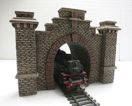 Tunnelportal Rotstein mit 2 Pfeilern und Röhre  Spur 0  1:45 koloriert bemalt gealtert