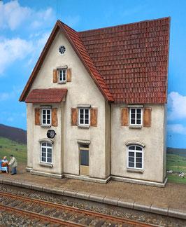 Landbahnhof mit  Bahnsteig  Spur 1  1:32 koloriert, bemalt , gealtert