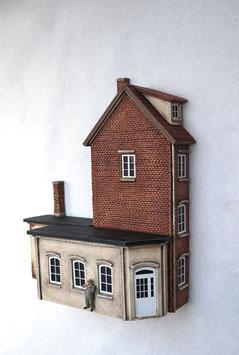 Kleinstadt- Wohnhaus mit Gerwerbeanbauten Spur 0  1:45 koloriert bemalt gealtert