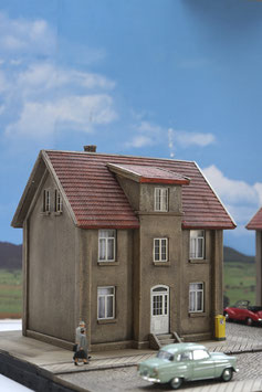 Mietshaus mit Anbau  Spur 0 1:45 koloriert bemalt gealtert