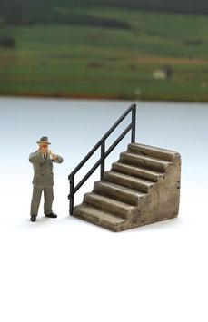 Treppe mit Geländer     Spur 0  1:45 koloriert bemalt gealtert