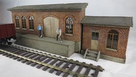 Güterschuppen mit Nebengebäude  Spur 1  1:32 bemalt gealtert