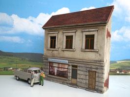 Wohnhaus Sanitärhandel Spur 0 1:45 koloriert bemalt gealtert