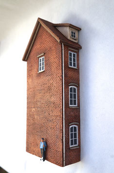 Kleinstadt - Wohnhaus  Relief Spur 1  1:32 koloriert, bemalt , gealtert