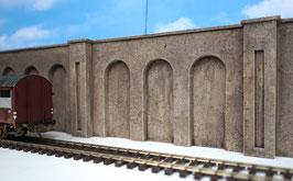 3 Beton Stüzmauern mit Arkadennischen Spur 0  1:45 koloriert bemalt gealtert