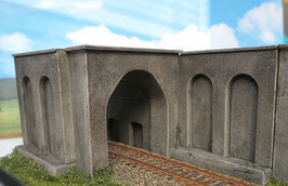 1-gleisige Betonunterführung  mit Stützmauer u. Dach Spur 0  1:45 koloriert bemalt gealtert