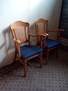 2 licht-eiken armleuning stoelen | Art.0109