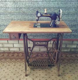 Echte oude Gazelle naaimachine | Art.0058