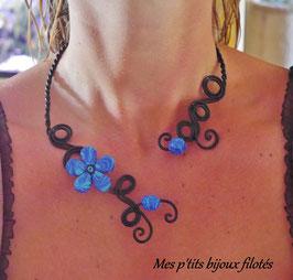 Collier fleur marbré bleu