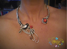 Le Collier La pie aux  baies rouges
