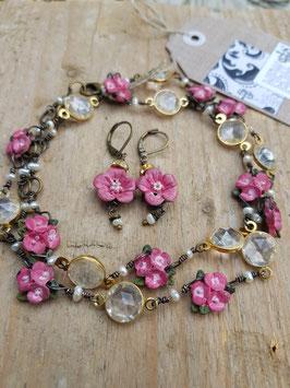 Schmuckset *KIRSCHBLÜTEN* - Modeschmuck-Set aus Halskette & passenden Ohrringen mit Vintage-Acrylglas & handcolorierten Acrylblüten, versilbert & geschwärzt