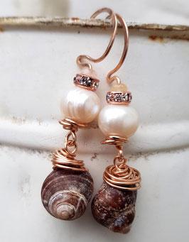 *RAPUNZEL* roségoldfarbene Bronze-Ohrringe mit echten Süßwasserperlen & Meeresschneckenhäusern