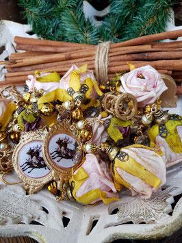 Weihnachts- Schmuckgirlande *A CHRISTMAS FAIR* mit barocken Bildmedaillons, zweierlei Rosen und Karussel-Anhängerchen