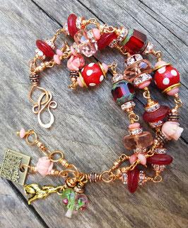 *LITTLE RED RIDING HOOD* Armband mit Kristallglas, Korallenröschen  & Fliegenpilz-Holzperlen