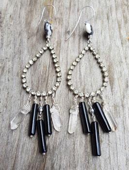 Lange Ohrringe *DRAMA* mit Vintage-Strassteilen, Bergkristall, Dalmatinerjaspis und antiken Glasperlen