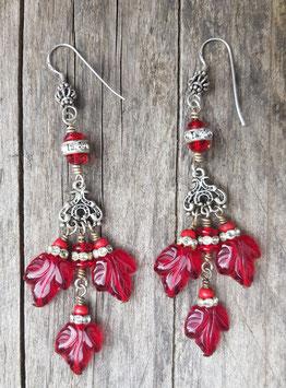 rote Chandelier-Ohrringe mit Glasblättern