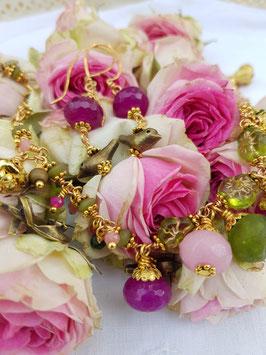 *CINDERELLA* Armband-  Bettelarmband- reich vergoldet und randvoll verziert mit Jadelinsen und -Erbsen  u.v.m.