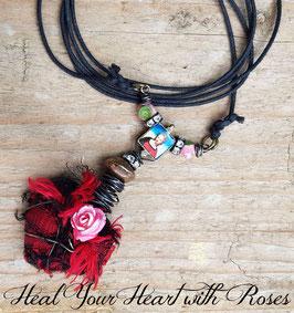 *BLACKHEART ROSENHERZ ROT* Magische Herzkette mit Marienbild & Röschen an Baumwollkordel