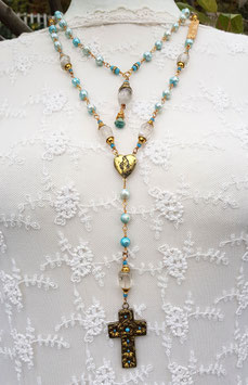 Gesegneter Unikat-Rosenkranz *AS IT IS IN HEAVEN* mit Bergkristall, türkisfarbenen Süßwasserperlen, Marienmedaillon & antikem Prachtkreuz - vergoldet
