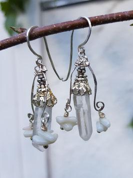 *ICE QUEEN* Ohrringe- versilberte Bergkristallspitzen- Ohrringe mit weißer Koralle