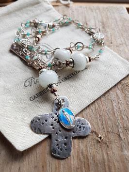 Gesegneter Unikat-Rosenkranz *COOLING WATERS* versilbert, mit Jade, facettierten Amazonit-Perlen und einer antiken Marienmedaille am 800er Silberkreuz